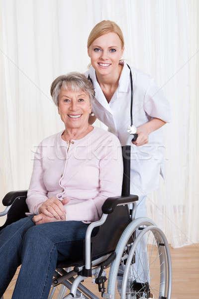 Gondoskodó orvos segít fogyatékos beteg idős Stock fotó © AndreyPopov