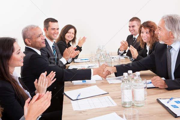 ビジネスチーム 座って 表 拍手 女性 会議 ストックフォト © AndreyPopov