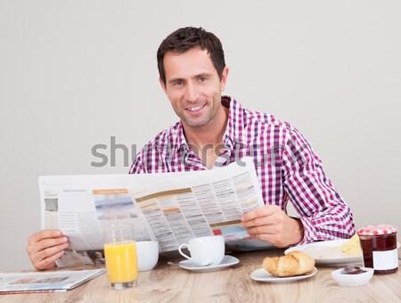 Genç okuma gazete kahvaltı portre Stok fotoğraf © AndreyPopov