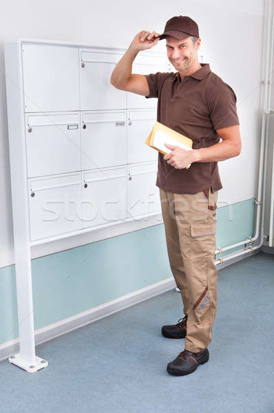 Briefträger Porträt halten cap glücklich Mail Stock foto © AndreyPopov