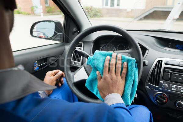 Pracownika czyszczenia samochodu kierownica mężczyzna Zdjęcia stock © AndreyPopov