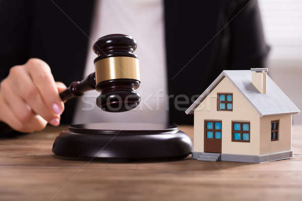 судья молоток дома модель стороны Сток-фото © AndreyPopov