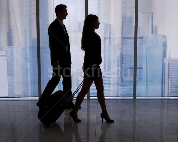 Uomini d'affari piedi bagaglio ufficio giovani Foto d'archivio © AndreyPopov