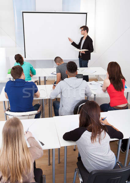 Nauczyciel nauczania kolegium studentów klasie młodych Zdjęcia stock © AndreyPopov