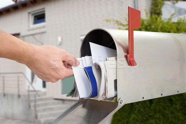 Man brief mailbox hand Stockfoto © AndreyPopov