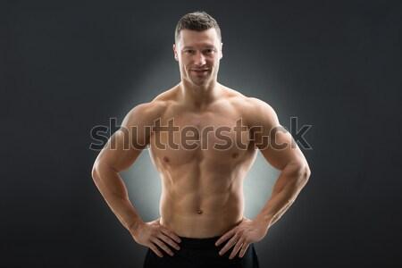 Muscular hombre pie manos cadera retrato Foto stock © AndreyPopov