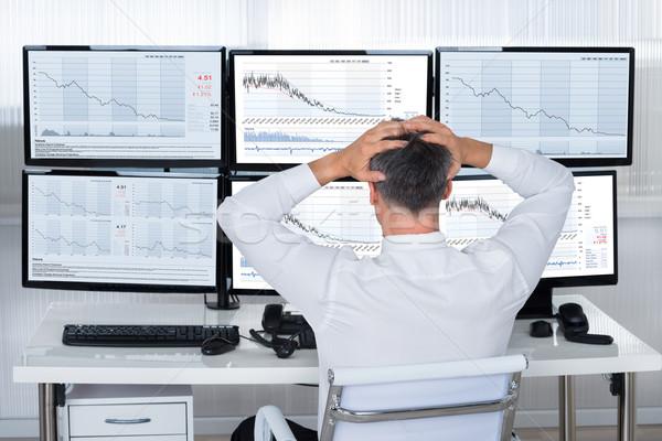 Kereskedő kezek fej néz grafikonok hátsó nézet Stock fotó © AndreyPopov