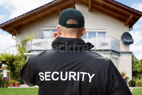 Erkek güvenlik görevlisi ayakta dışında ev çim Stok fotoğraf © AndreyPopov