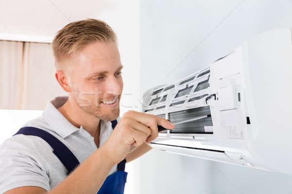 Photo stock: Heureux · technicien · climatiseur · Homme · tournevis