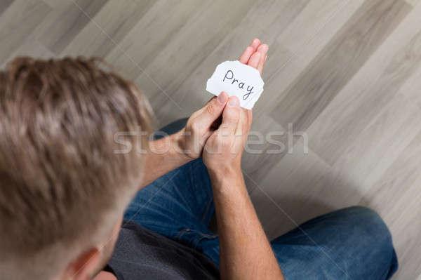 Darab papír szöveg imádkozik kéz férfi Stock fotó © AndreyPopov