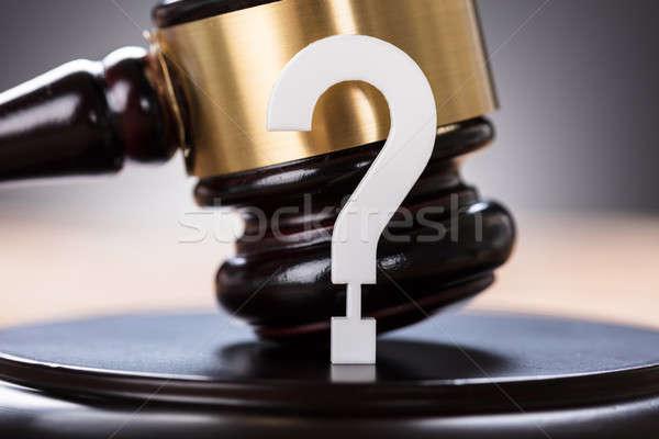 Vraagteken veiling hamer business justitie Stockfoto © AndreyPopov