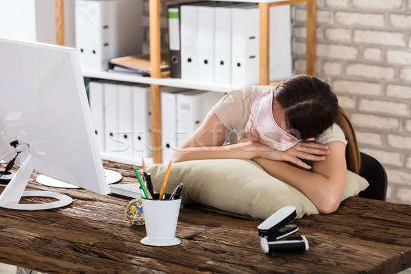 Kobieta interesu snem biuro młodych poduszkę Zdjęcia stock © AndreyPopov