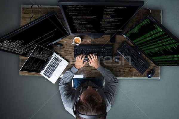 хакер множественный компьютеры столе Сток-фото © AndreyPopov