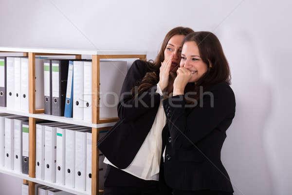 Işkadını arkadaşları kulak genç kadın Stok fotoğraf © AndreyPopov