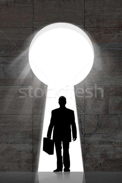 Işadamı ayakta büyük anahtar deliği siluet duvar Stok fotoğraf © AndreyPopov