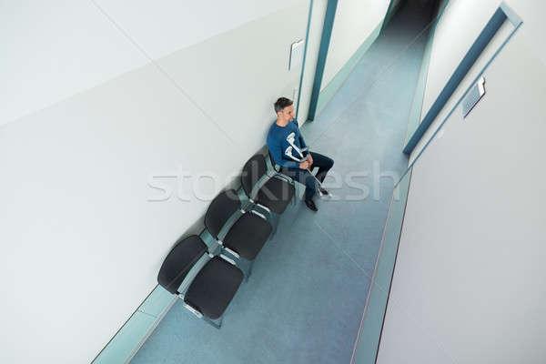Hombre sesión silla muletas vista Foto stock © AndreyPopov