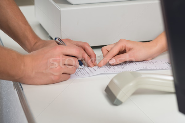 Clienti mani firma ricevimento counter store Foto d'archivio © AndreyPopov