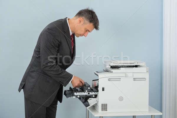 Stock fotó: üzletember · megjavít · patron · nyomtató · gép · iroda