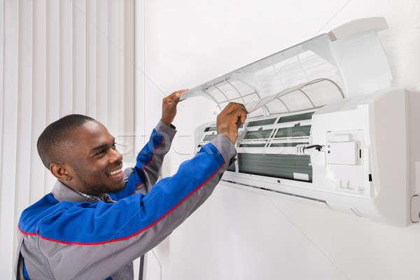 技術者 空調装置 幸せ 男性 ホーム 作業 ストックフォト © AndreyPopov