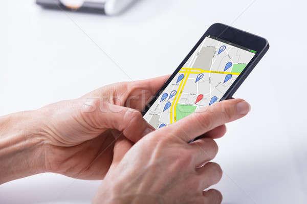 Persona GPS navigazione mappa cellulare primo piano Foto d'archivio © AndreyPopov