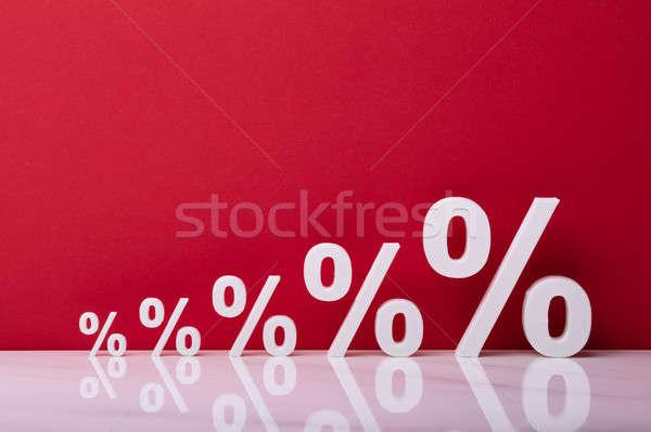 Croissant blanche pourcentage symbole rouge fond Photo stock © AndreyPopov