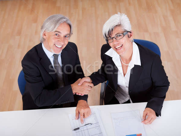 Vue affaires handshake face deux souriant Photo stock © AndreyPopov