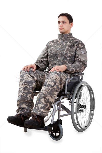 Vastbesloten soldaat vergadering rolstoel geïsoleerd Stockfoto © AndreyPopov