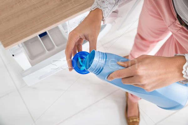 Feminino mãos detergente garrafa boné Foto stock © AndreyPopov