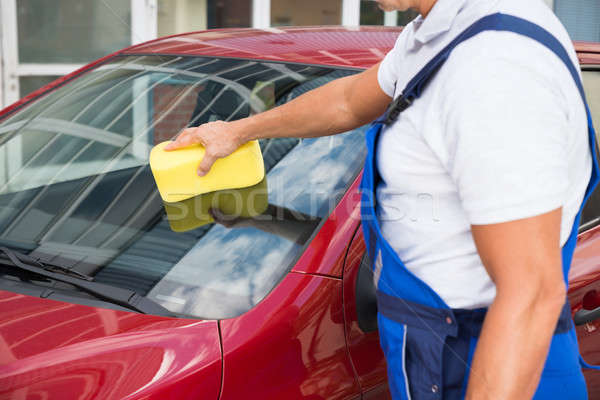 Werknemer schoonmaken auto windscherm spons volwassen Stockfoto © AndreyPopov