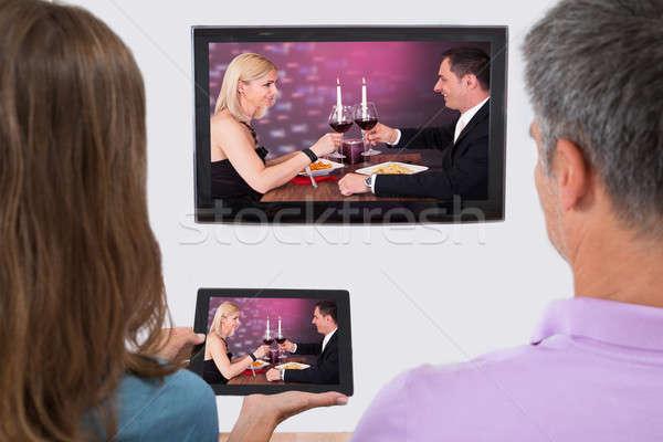 Coppia in streaming film vista posteriore televisione Foto d'archivio © AndreyPopov
