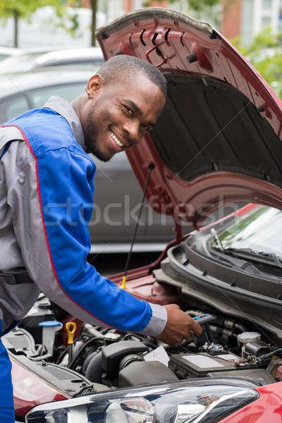 Photo stock: Mécanicien · test · voiture · batterie · jeunes · heureux