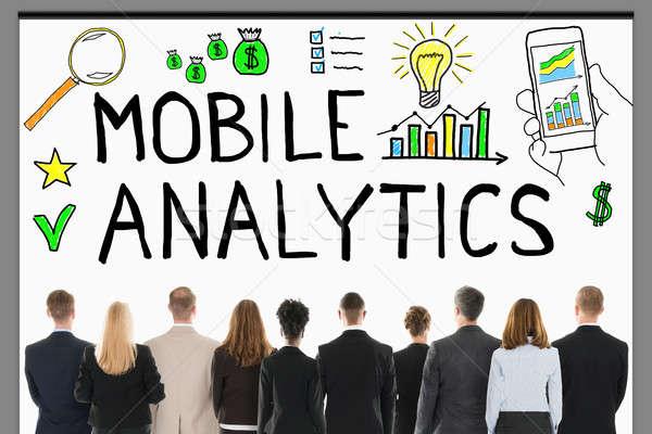 üzletemberek néz mobil analitikus projektor hátsó nézet Stock fotó © AndreyPopov