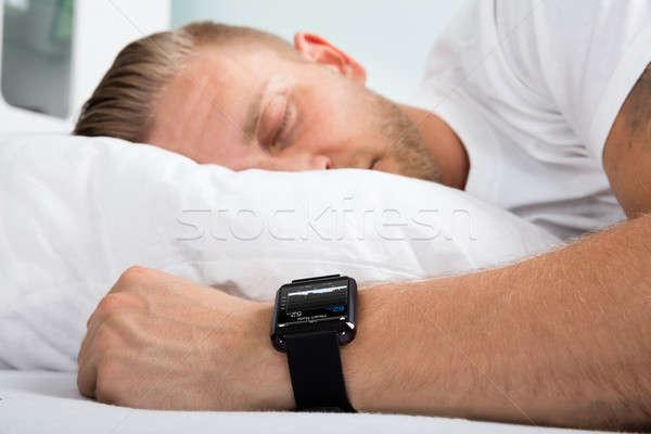 Férfi alszik okos óra kéz mutat Stock fotó © AndreyPopov