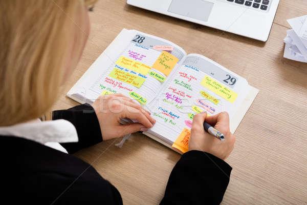 Сток-фото: деловая · женщина · Дать · графика · дневнике · мнение