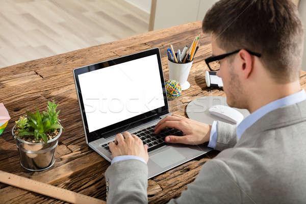 ビジネスマン ラップトップを使用して 小さな 白 画面 木製 ストックフォト © AndreyPopov