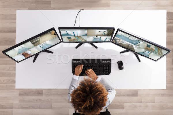 üzletasszony néz kamera filmfelvétel többszörös iroda Stock fotó © AndreyPopov