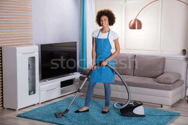Gondnok takarítás szőnyeg porszívó fiatal női Stock fotó © AndreyPopov