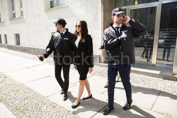 Jovem empresária caminhada calçada mão edifício Foto stock © AndreyPopov