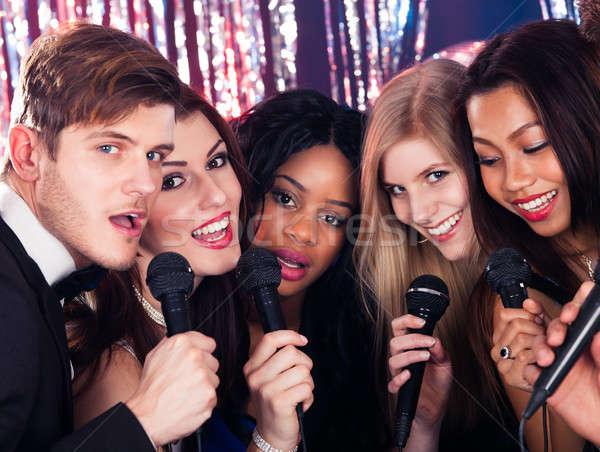 Stok fotoğraf: Arkadaşlar · şarkı · söyleme · karaoke · parti · portre · mutlu