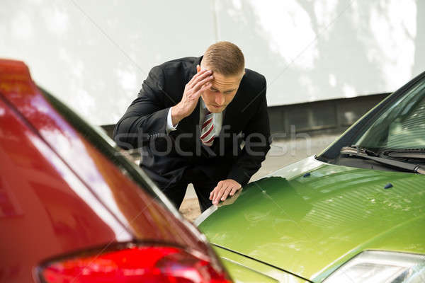 Pilote regarder voiture trafic collision Photo stock © AndreyPopov