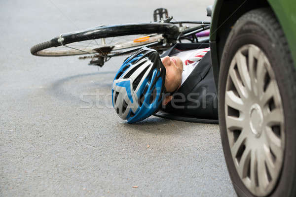 Homme cycliste route accident inconscient rue Photo stock © AndreyPopov