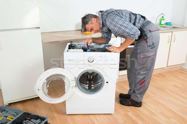 El ulağı çamaşır makinesi el feneri tam uzunlukta mutfak adam Stok fotoğraf © AndreyPopov