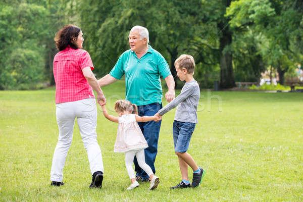 ストックフォト: 祖父母 · 演奏 · 孫 · 幸せな家族 · 子供