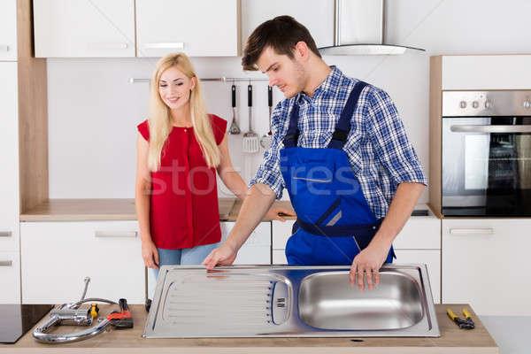 Masculina fontanero acero inoxidable fregadero cocina Foto stock © AndreyPopov