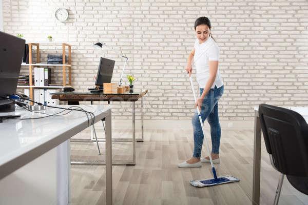 Mulher jovem limpeza piso feliz moderno escritório Foto stock © AndreyPopov