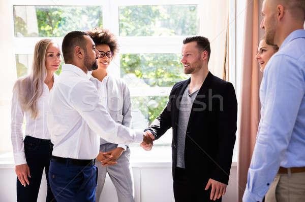Geschäftsmann Händeschütteln Partner jungen Arbeitsplatz Business Stock foto © AndreyPopov