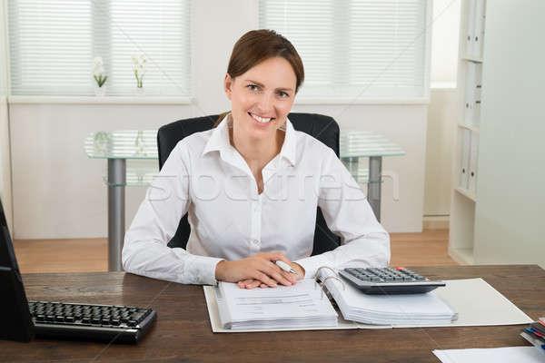 Сток-фото: деловая · женщина · фото · счастливым · столе · бизнеса