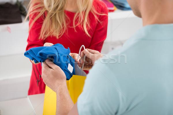 Cliente compra tshirt armazenar negócio Foto stock © AndreyPopov