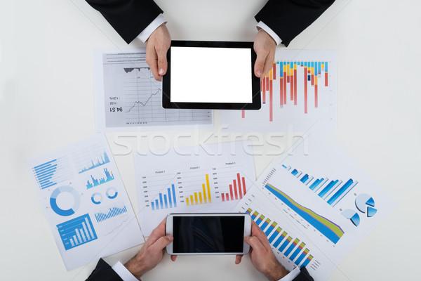 üzletemberek digitális pénzügyi táblázatok asztal közvetlenül Stock fotó © AndreyPopov