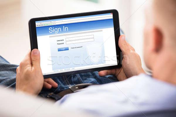 человека подписания вверх применение цифровой таблетка Сток-фото © AndreyPopov